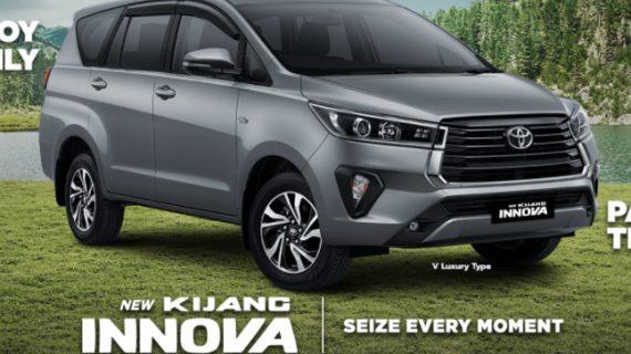 Mobil Toyota Innova Malang